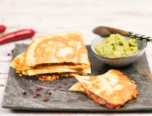 Quesadillas mit Guacamole.